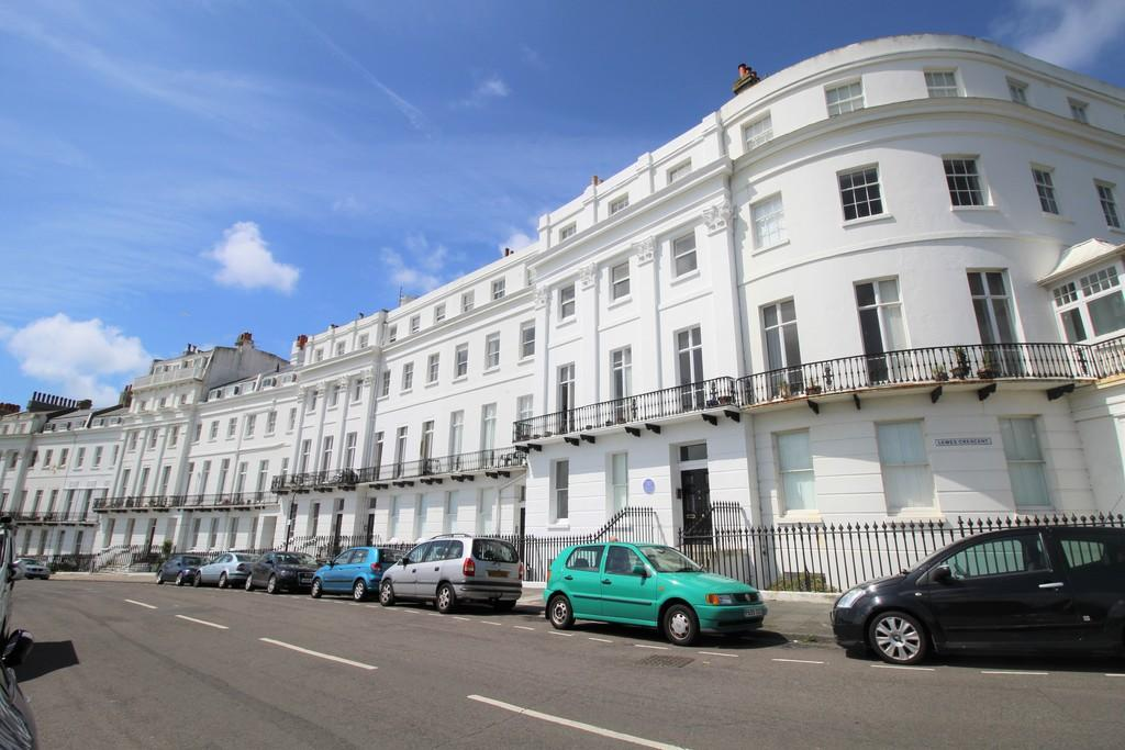 2 Bedrooms Apartment Flat for sale in Lewes Crescent, Brighton, BN2 1FH