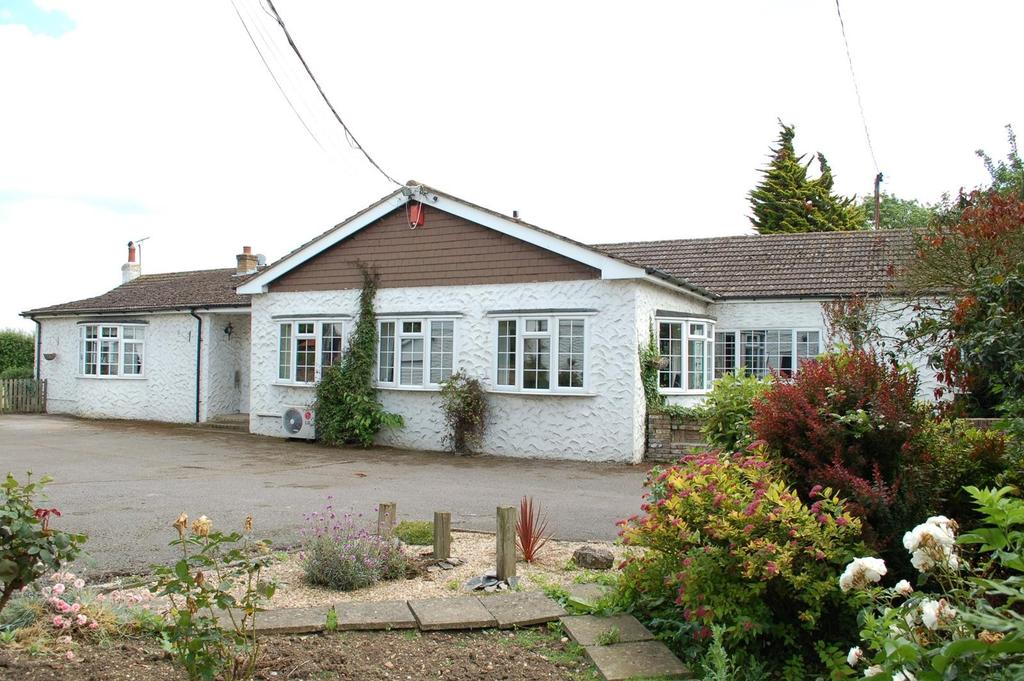 4 Bedrooms Detached Bungalow for sale in Fen Lane, Orsett, Essex, RM16