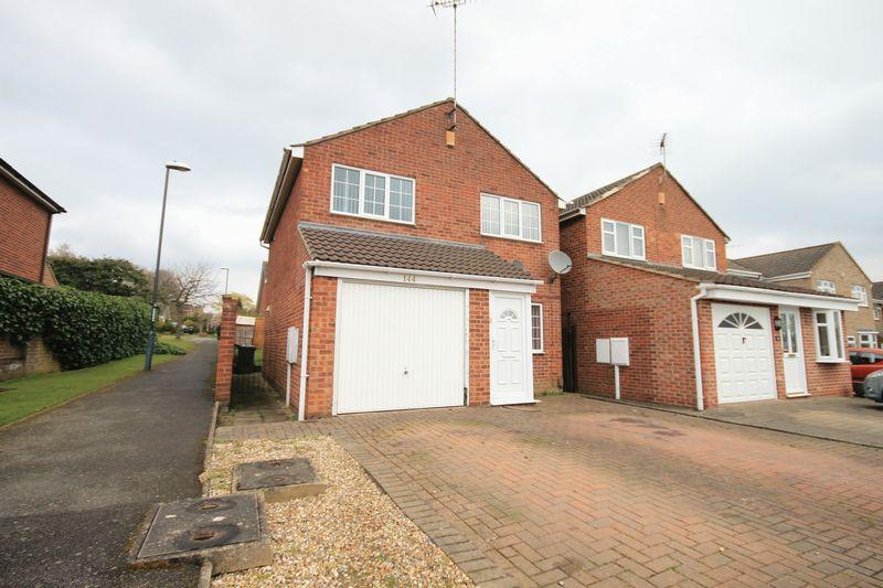 3 Bedrooms Detached House for sale in Lambourn Drive, Derby