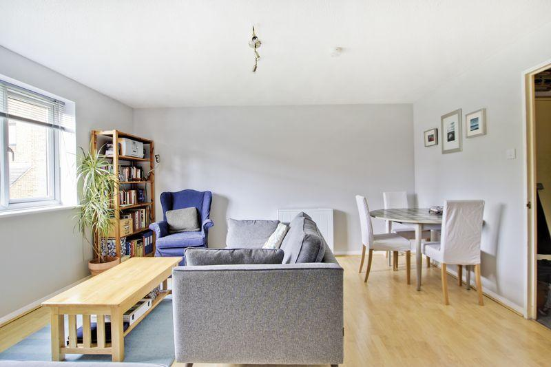 2 Bedrooms Apartment Flat for sale in Inverine Road, Charlton