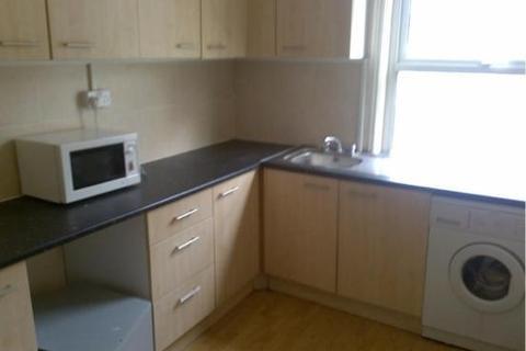 3 bedroom flat to rent - Howard Gardens, Splott, Cardiff, CF24