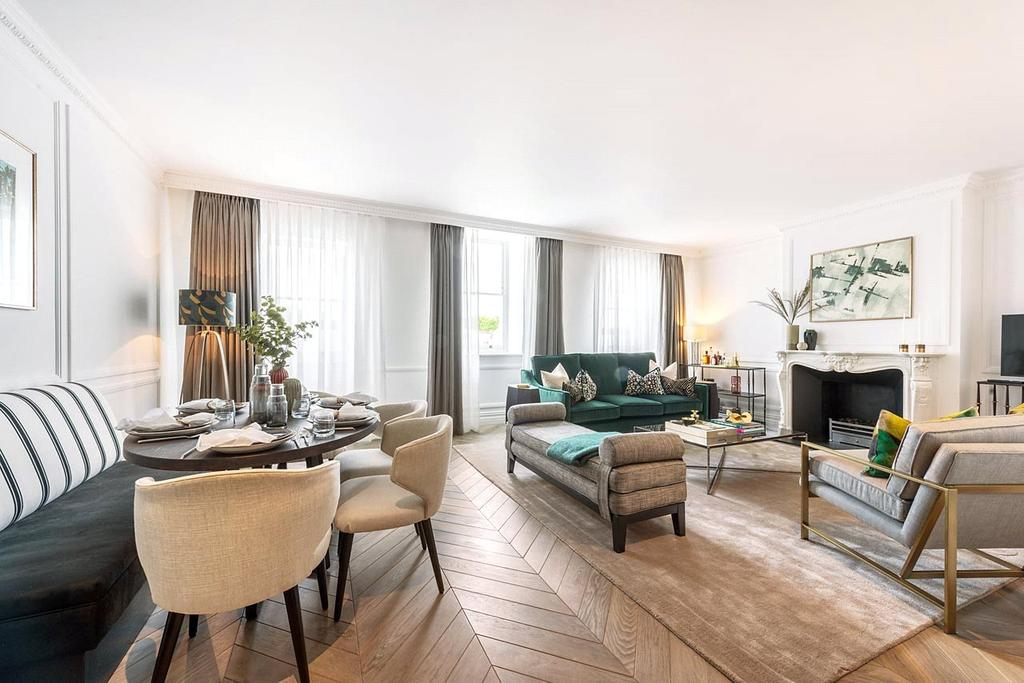 3 Bedrooms Flat for sale in Vicarage Gate, Kensington, London
