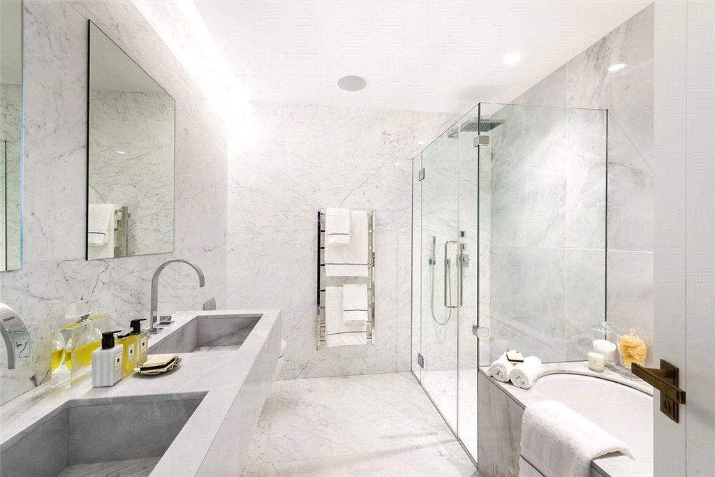 3 Bedrooms Flat for sale in Vicarage Gate, Kensington, London