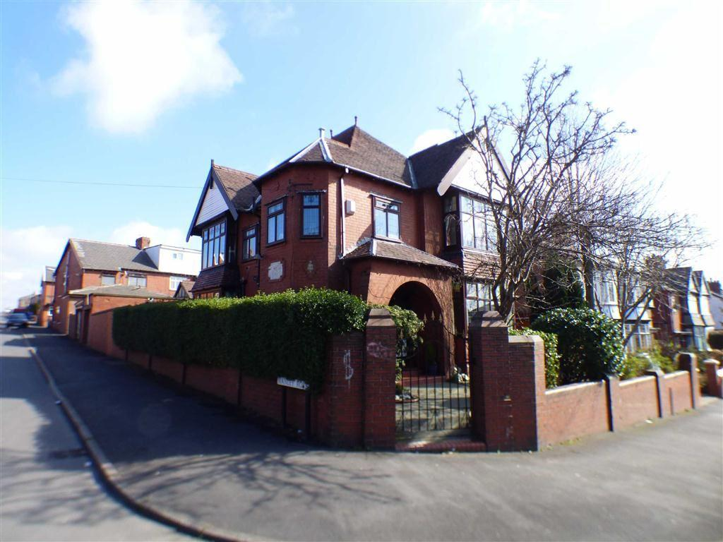 4 Bedrooms Detached House for sale in Windsor Road, Coppice, OLDHAM, Lancashire, OL8