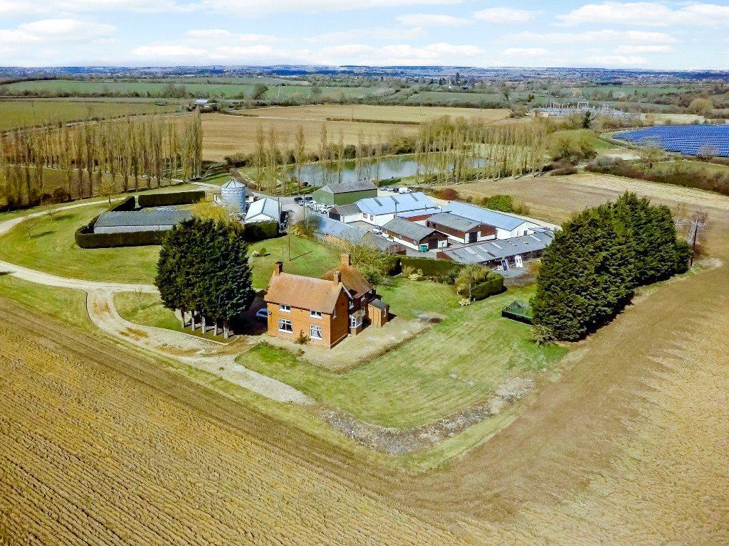 4 Bedrooms Detached House for sale in Beachampton, Milton Keynes, Buckinghamshire