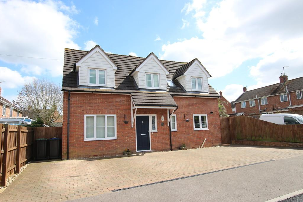 3 Bedrooms Detached House for sale in Mayfield Close, Ely