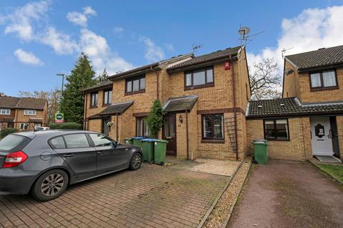 2 bedroom end of terrace house for sale - Wallis Way, Horsham