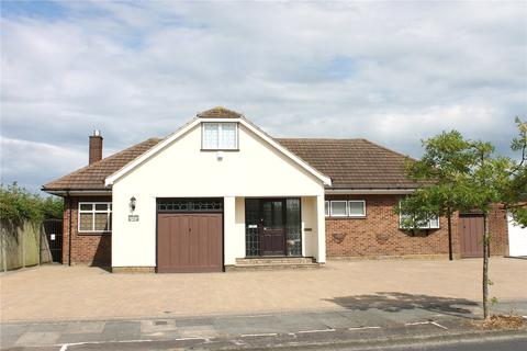 4 bedroom detached bungalow for sale - Hunter Drive, Hornchurch, RM12