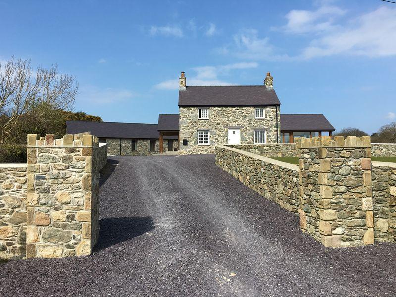 6 Bedrooms Detached House for sale in Llandegfan, Anglesey