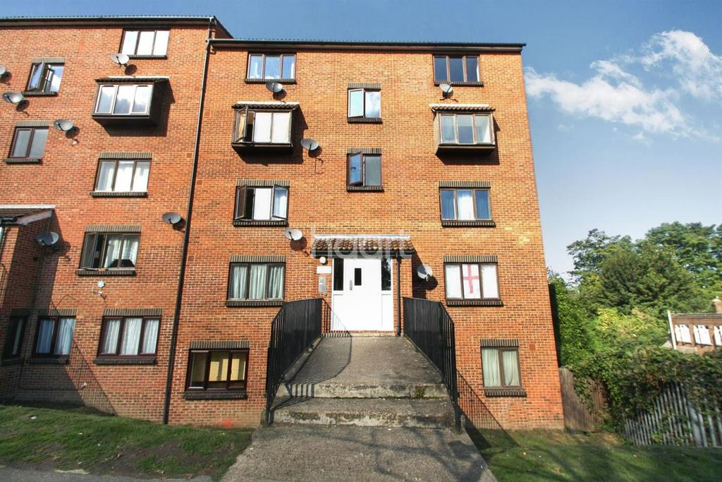 1 Bedroom Flat for sale in Claire House, Maidstone