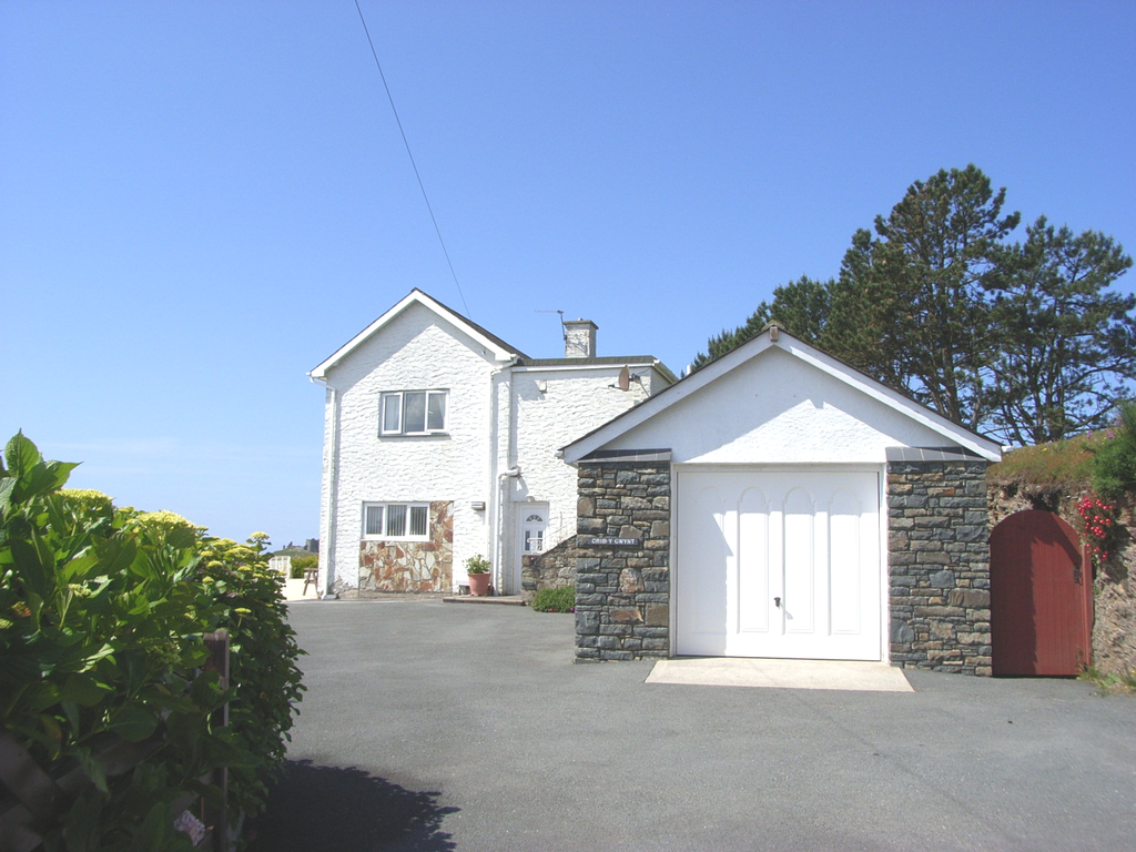 4 Bedrooms Detached House for sale in Crib y Gwynt, Upper Moranned, Criccieth LL52