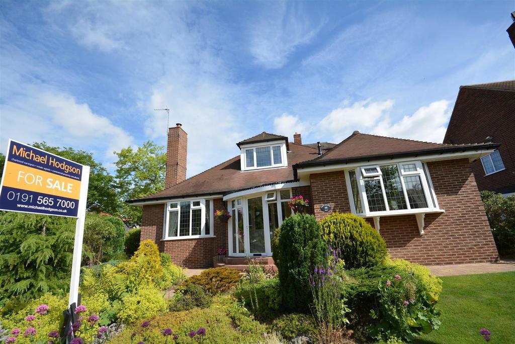 3 Bedrooms Detached Bungalow for sale in Queen Alexandra Road, Ashbrooke, Sunderland