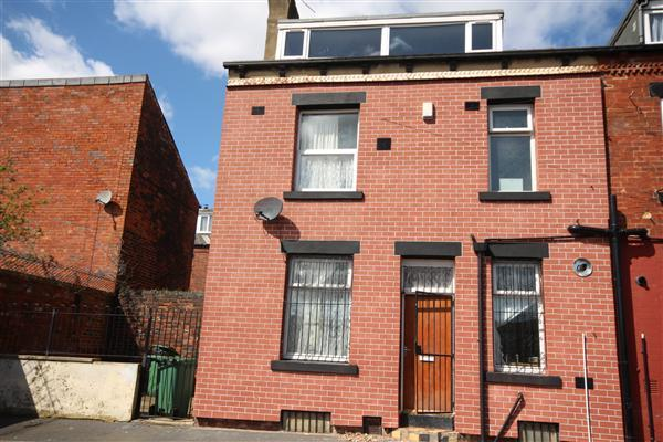 2 Bedrooms Terraced House for sale in Glensdale Road, Leeds