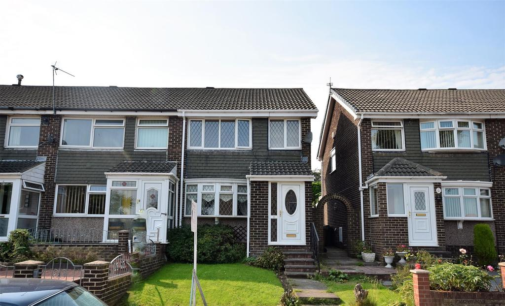 3 Bedrooms Town House for sale in Southwold Gardens, Silksworth, Sunderland