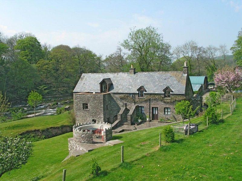 3 Bedrooms Detached House for sale in Llanhamlach, Brecon, Powys.