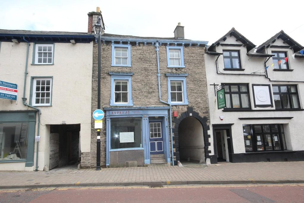 3 Bedrooms Maisonette Flat for sale in 153 Highgate, Kendal