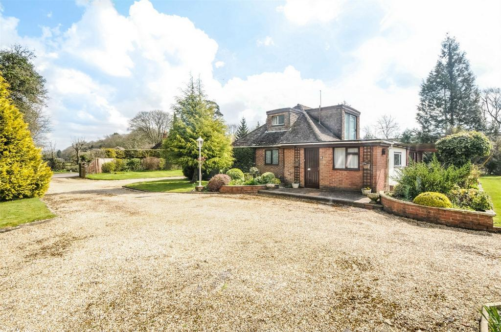 4 Bedrooms Chalet House for sale in Chawton, Alton, Hampshire