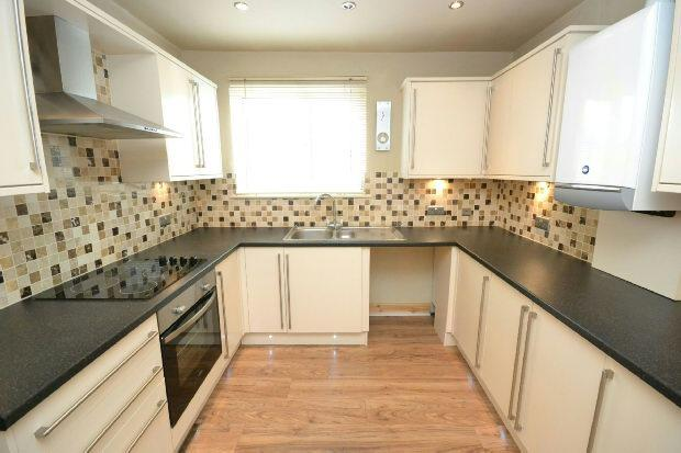 2 Bedrooms Flat for sale in Convamore Road, GRIMSBY