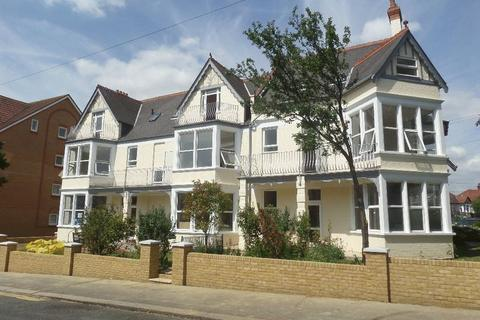 Studio to rent - Grosvenor Road, Westcliff-On-Sea