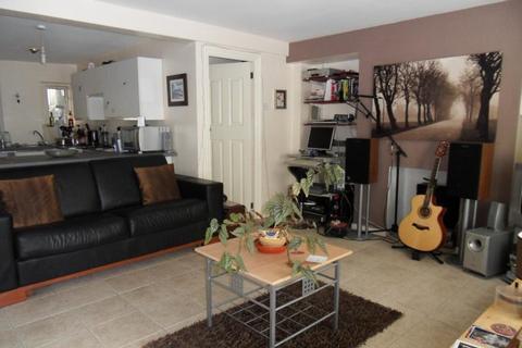 Studio to rent - Basement Flat, St Helen's Avenue, Swansea. SA1 4NN
