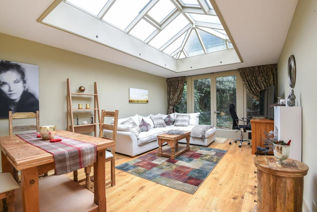 2 Bedrooms Semi Detached House for sale in North Side Wandsworth Common, Wandsworth, SW18
