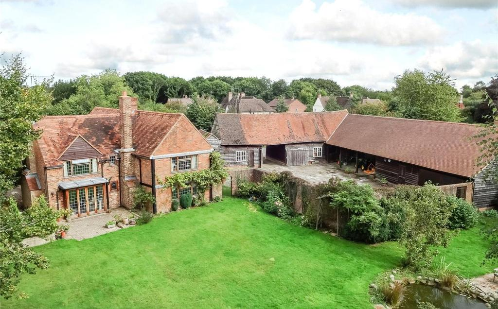 4 Bedrooms Detached House for sale in Bellingdon, Buckinghamshire, HP5