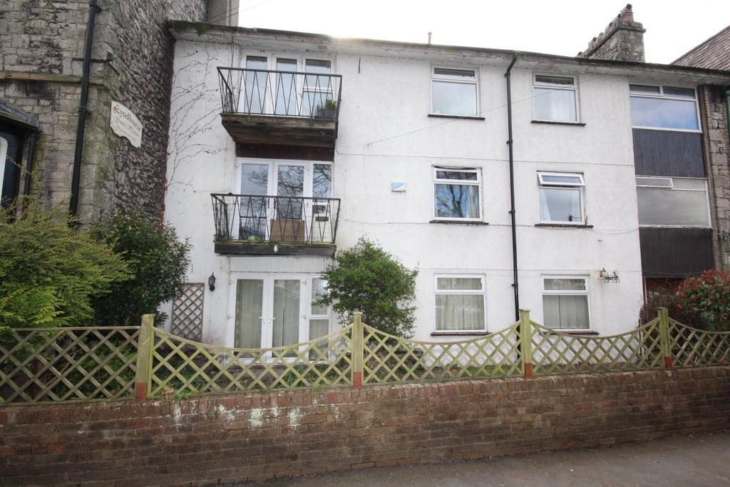 2 Bedrooms Ground Flat for sale in 7 South Road, Kendal