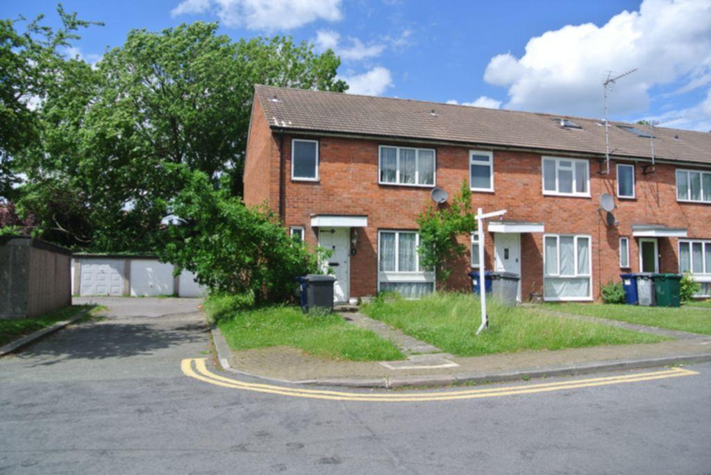 3 Bedrooms House for sale in Colin Drive, Edgware, NW9