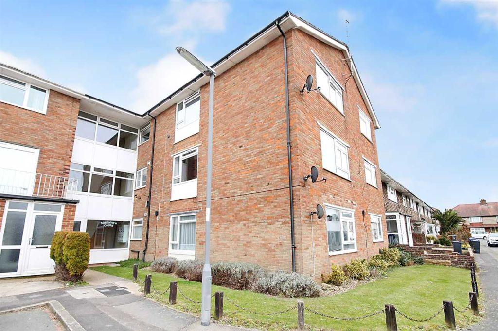 1 Bedroom Flat for sale in Southview Close, Southwick, BN42 4TX