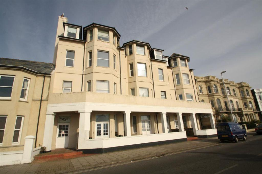 2 Bedrooms Flat for sale in Claydon Court, Marine Parade, Worthing BN11 3QG