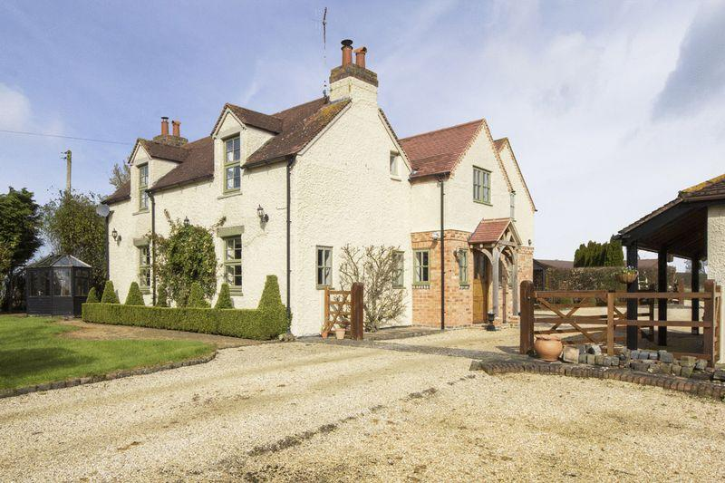 5 Bedrooms Detached House for sale in Pebworth Road, Ullington