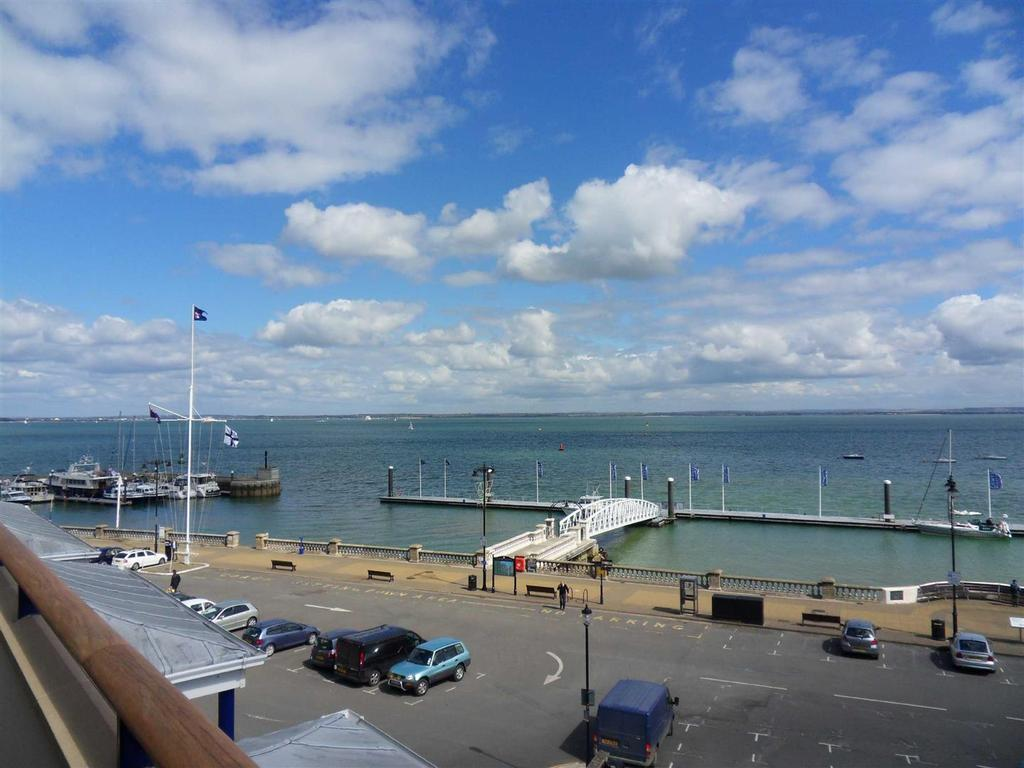 3 Bedrooms Apartment Flat for sale in Bath Road, Cowes