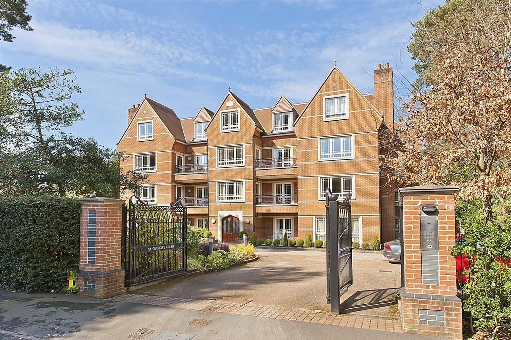 3 Bedrooms Flat for sale in St. George's Court, Cavendish Road, KT13