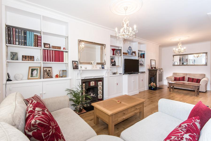 4 Bedrooms Semi Detached House for sale in Twickenham, TW2