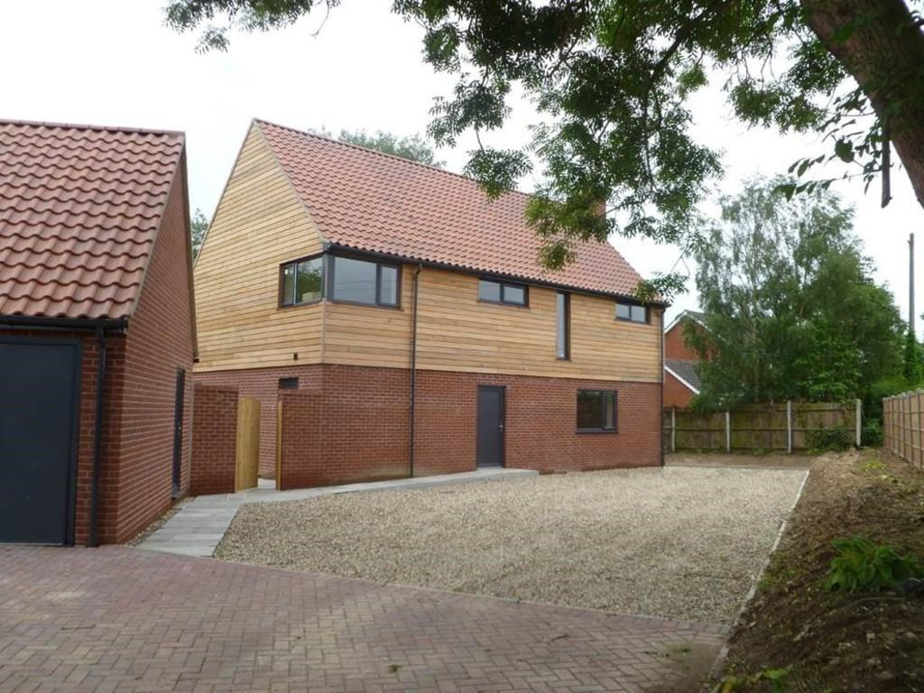 4 Bedrooms Detached House for sale in Toad Lane, Great Plumstead, Norfolk
