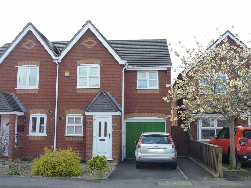 3 Bedrooms End Of Terrace House for sale in Windsor Drive, Westbury