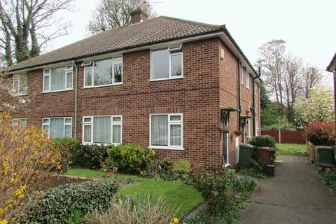 2 bedroom property to rent - Clydon Close, Erith