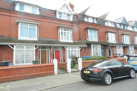 2 bedroom apartment to rent - Beechwood Road, Rhyl