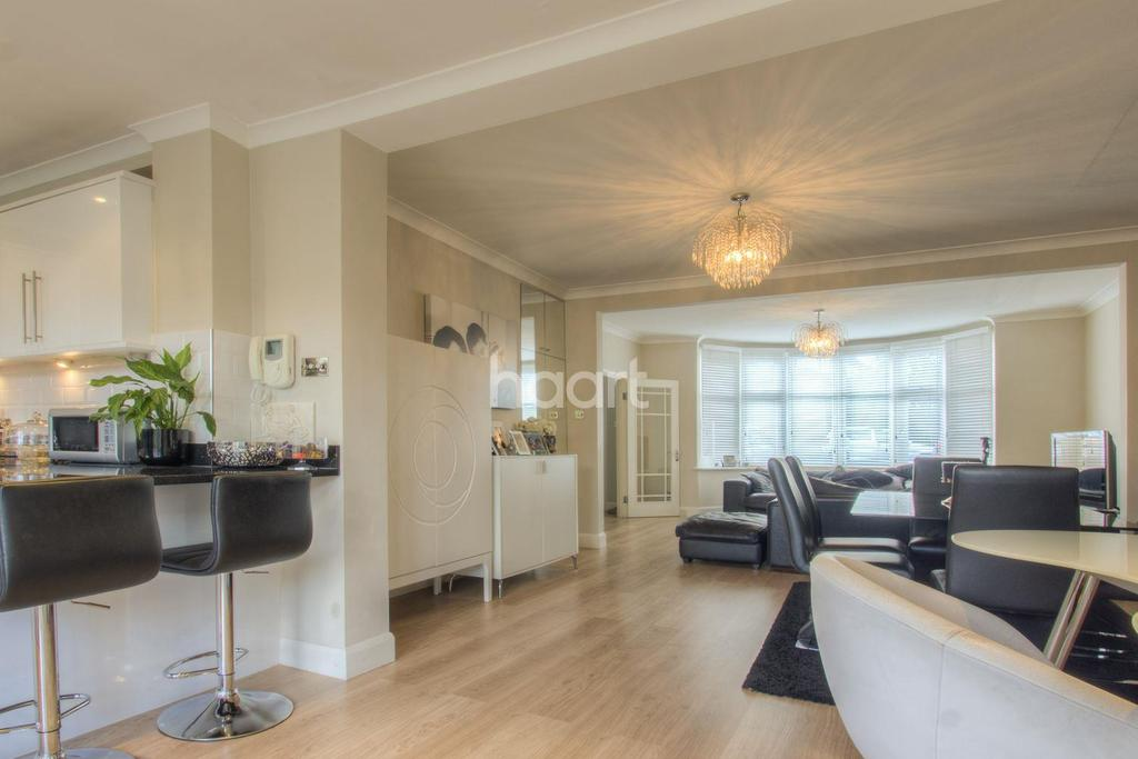 4 Bedrooms Terraced House for sale in Windsor Drive, Barnet, EN4