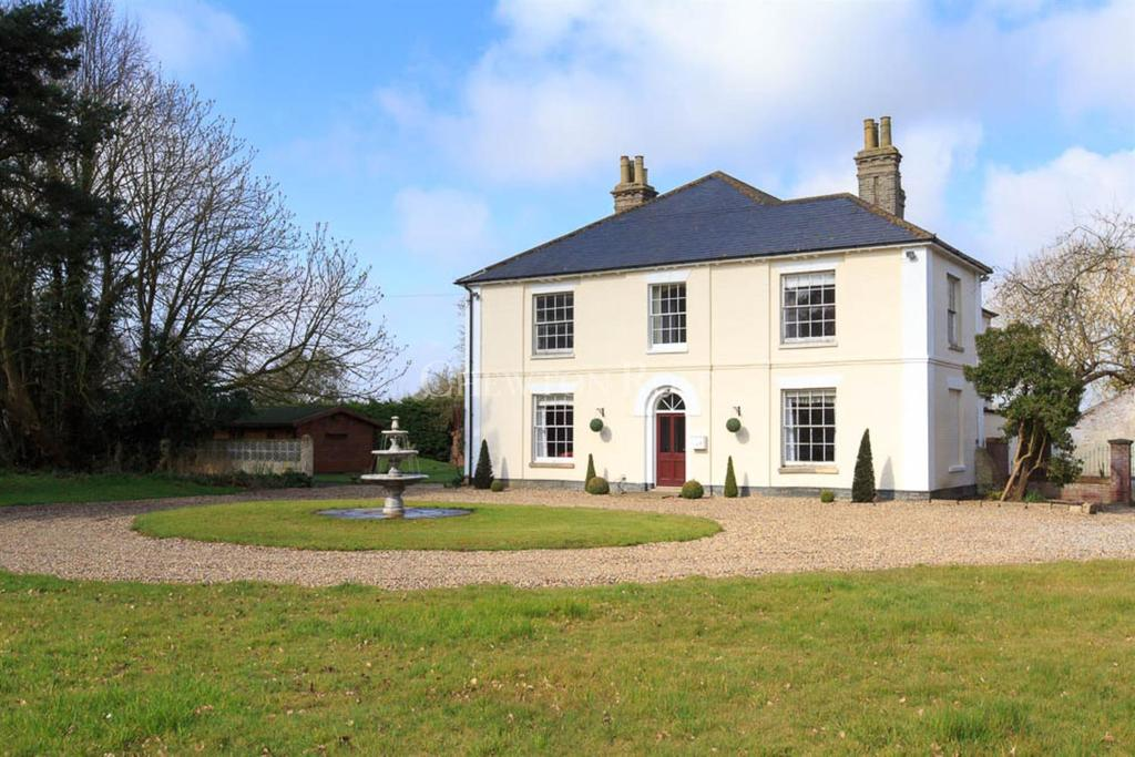 7 Bedrooms Detached House for sale in NORFOLK/SUFFOLK BORDERS