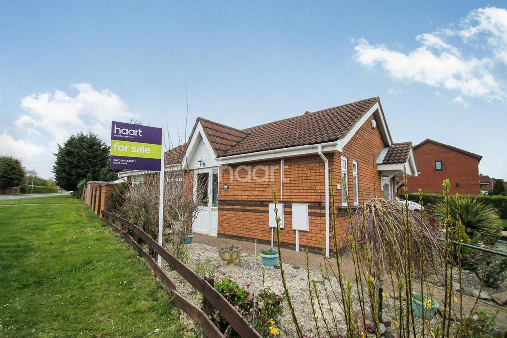 2 Bedrooms Bungalow for sale in Claregate, East Hunsbury, Northampton