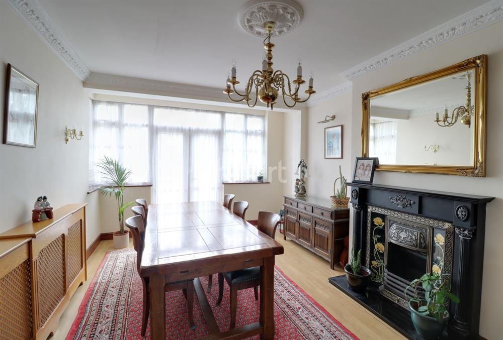 5 Bedrooms Semi Detached House for sale in Wilmer Way, Southgate, N14