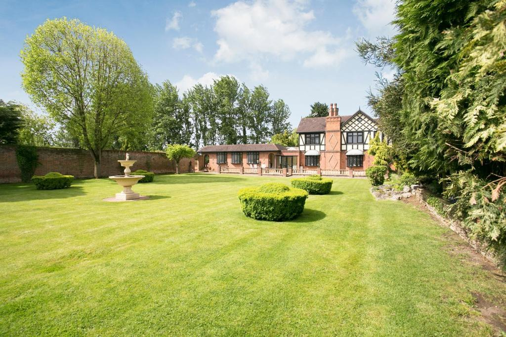 4 Bedrooms Detached House for sale in Little Warley, Brentwood