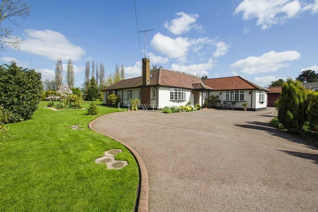 3 Bedrooms Bungalow for sale in Holme Pierrepont, West Bridgford, Notts.