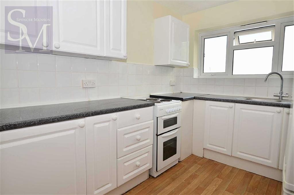 2 Bedrooms Flat for sale in Petersen Court, Loughton, Essex