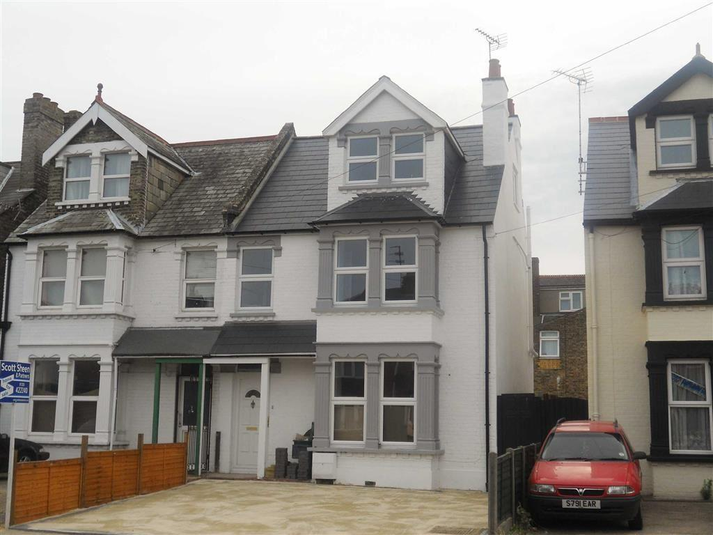 4 Bedrooms Semi Detached House for sale in Wellesley Road, Clacton-on-Sea