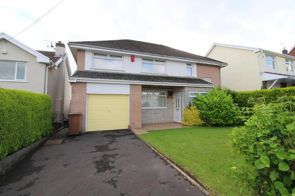 4 Bedrooms Detached House for sale in Tai'r Heol, Penpedairheol, Hengoed