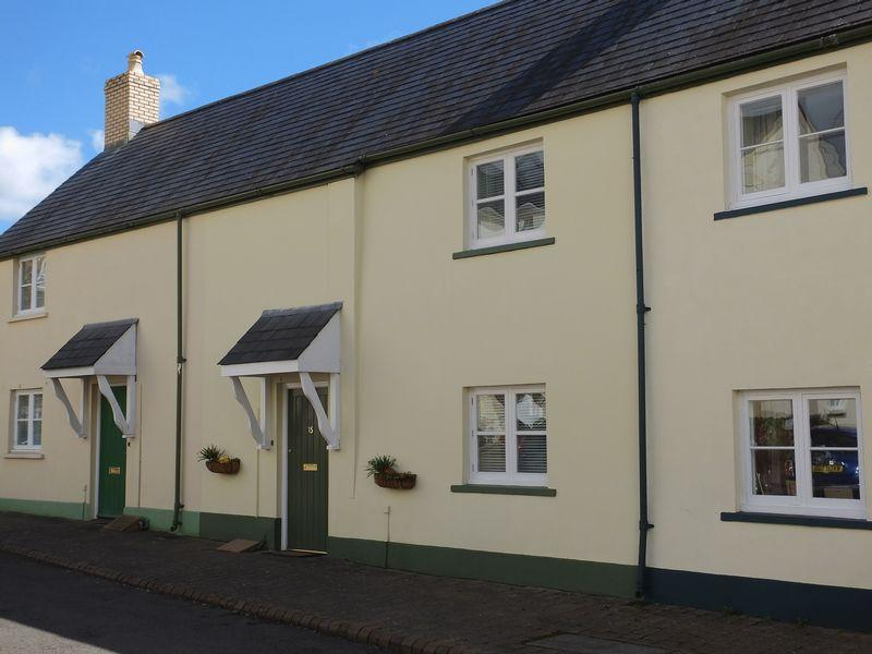 2 Bedrooms Terraced House for sale in Osborne Court, Lower Monk Street, Abergavenny