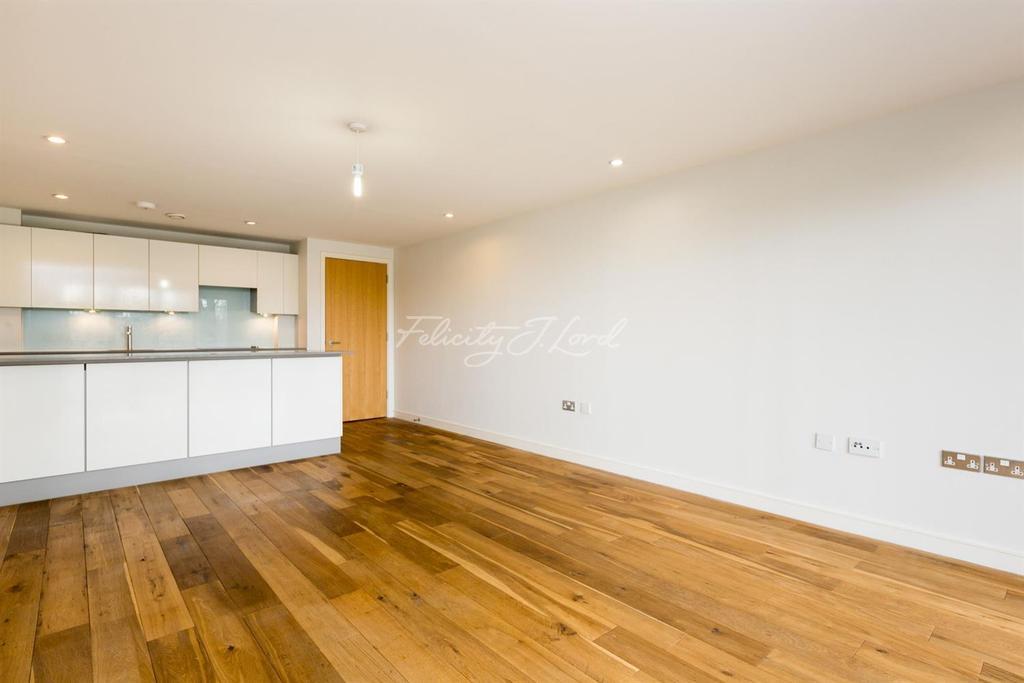2 Bedrooms Flat for sale in Seren Park Gardens, Blackheath, SE3