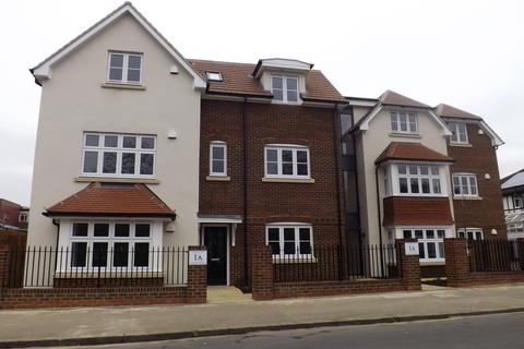 2 bedroom flat to rent - Challis Court, 1a Oaklands Avenue, Romford, Essex, Rm1 4FD